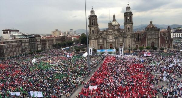 Campesinos marchan en Ciudad de México contra políticas neoliberales de Peña Nieto