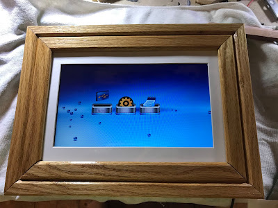 Rescued from the ewaste bin - a digital photo frame gets a new life