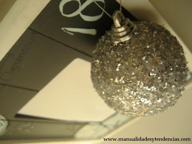 Bolas de Navidad de purpurina. / Glitter Christmas baubles/ Boules de Noël