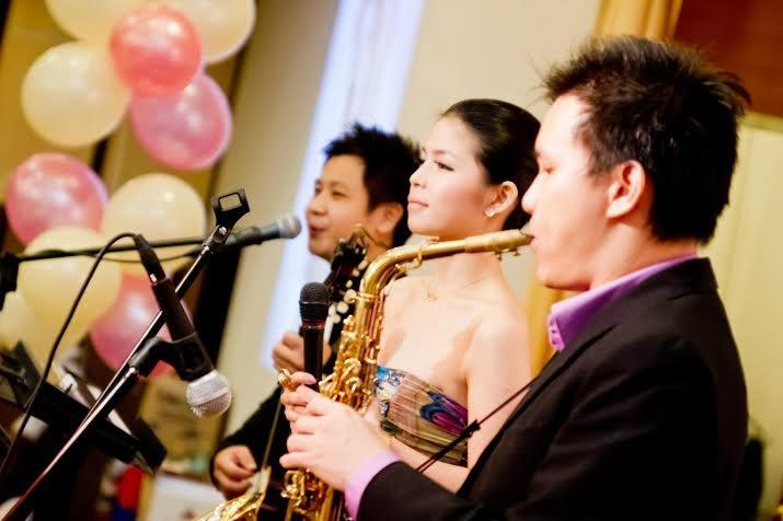 guitar saxophone singer