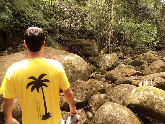 rochas, deixa de frescura, viajando sem frescura, ilha grande, trilha caxadaço, trilha, caxadaço, trilha fechada, sinalização, ilha grande,