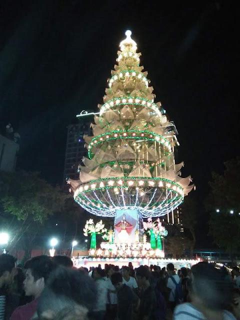 Fuente-Osmena-Rontonda-Christmas-Tree