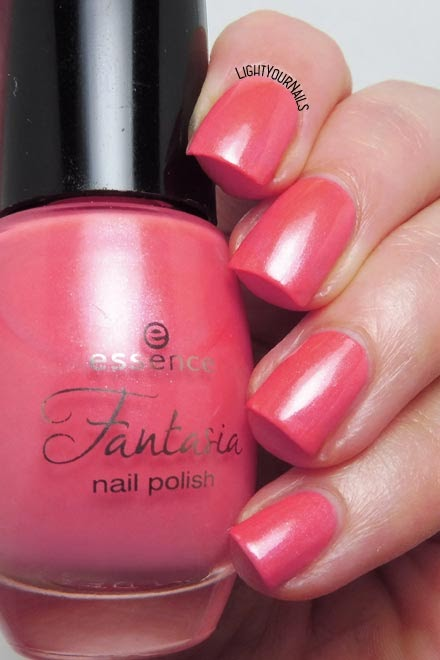 Smalto rosa corallo Essence Queen of my Cloud Castle (Fantasia TE) coral pink nail polish #essence #essencecosmetics #nails #unghie #lightyournails