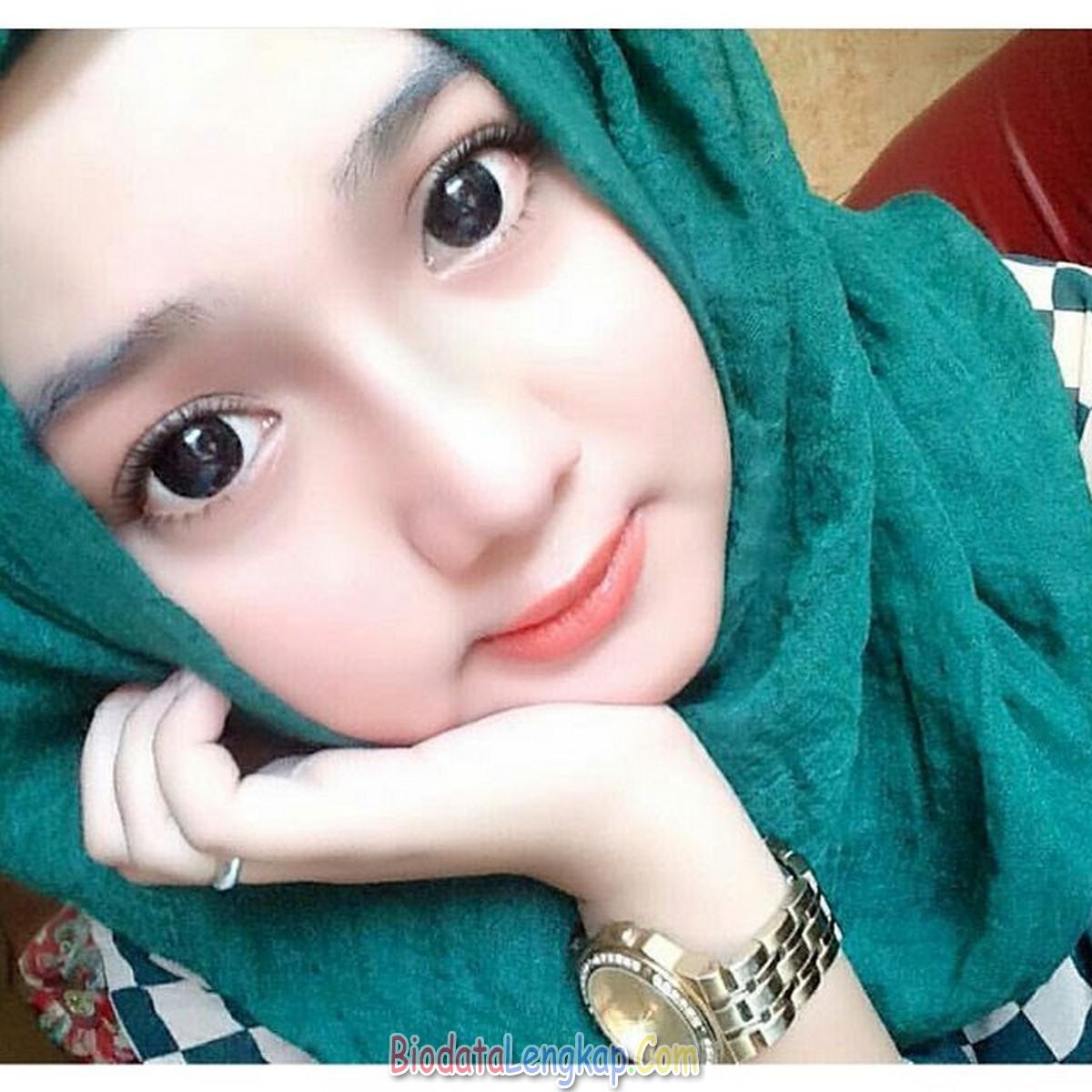 Cewek Jilbab Hijau