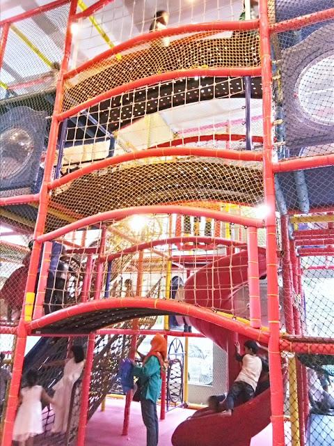 playground gratis buat anak-anak di KFC kemang