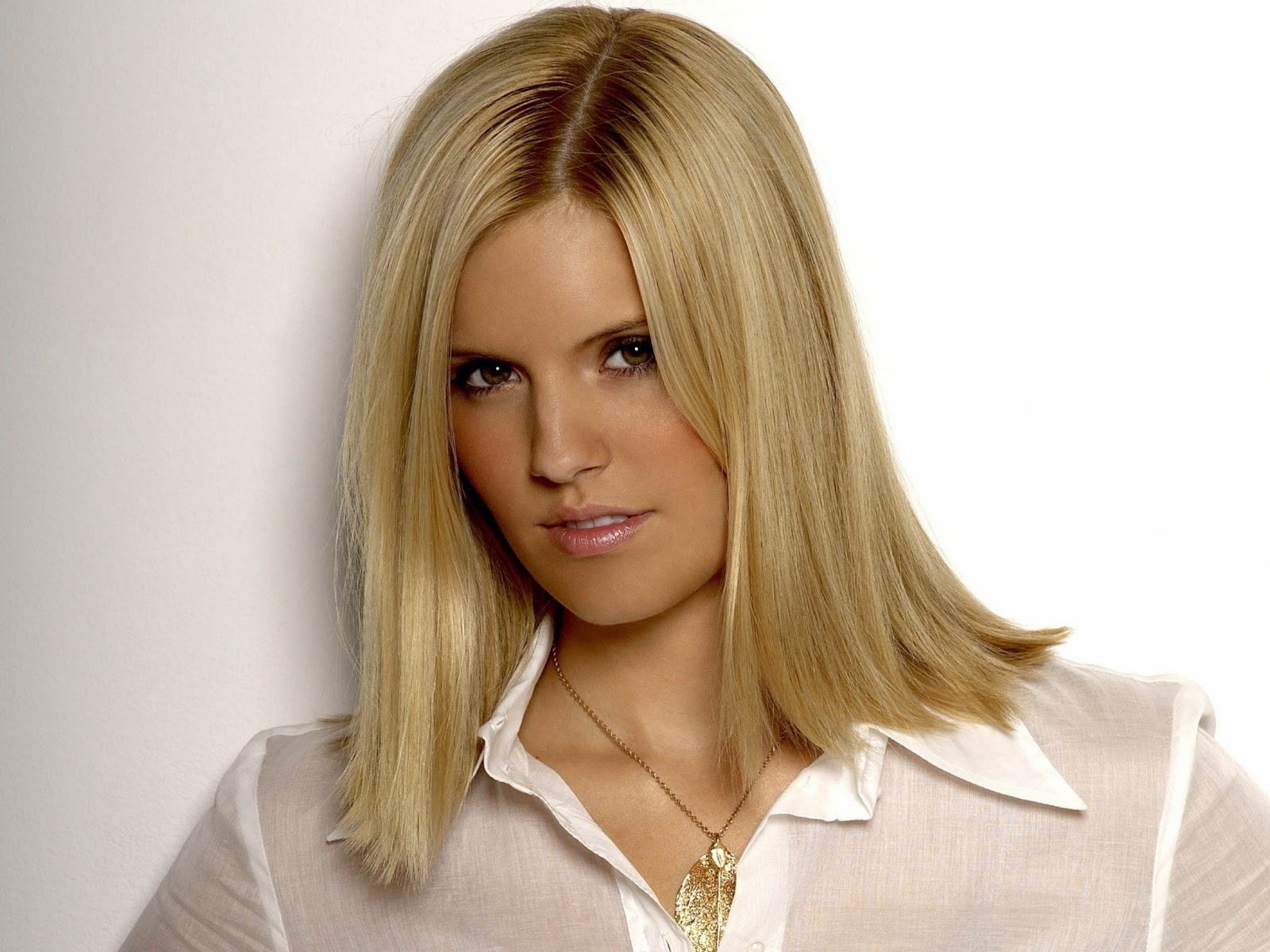Famous Wallpapers For Girls Maggie Grace Hot Hd Wallpapers High Resolution Pictures