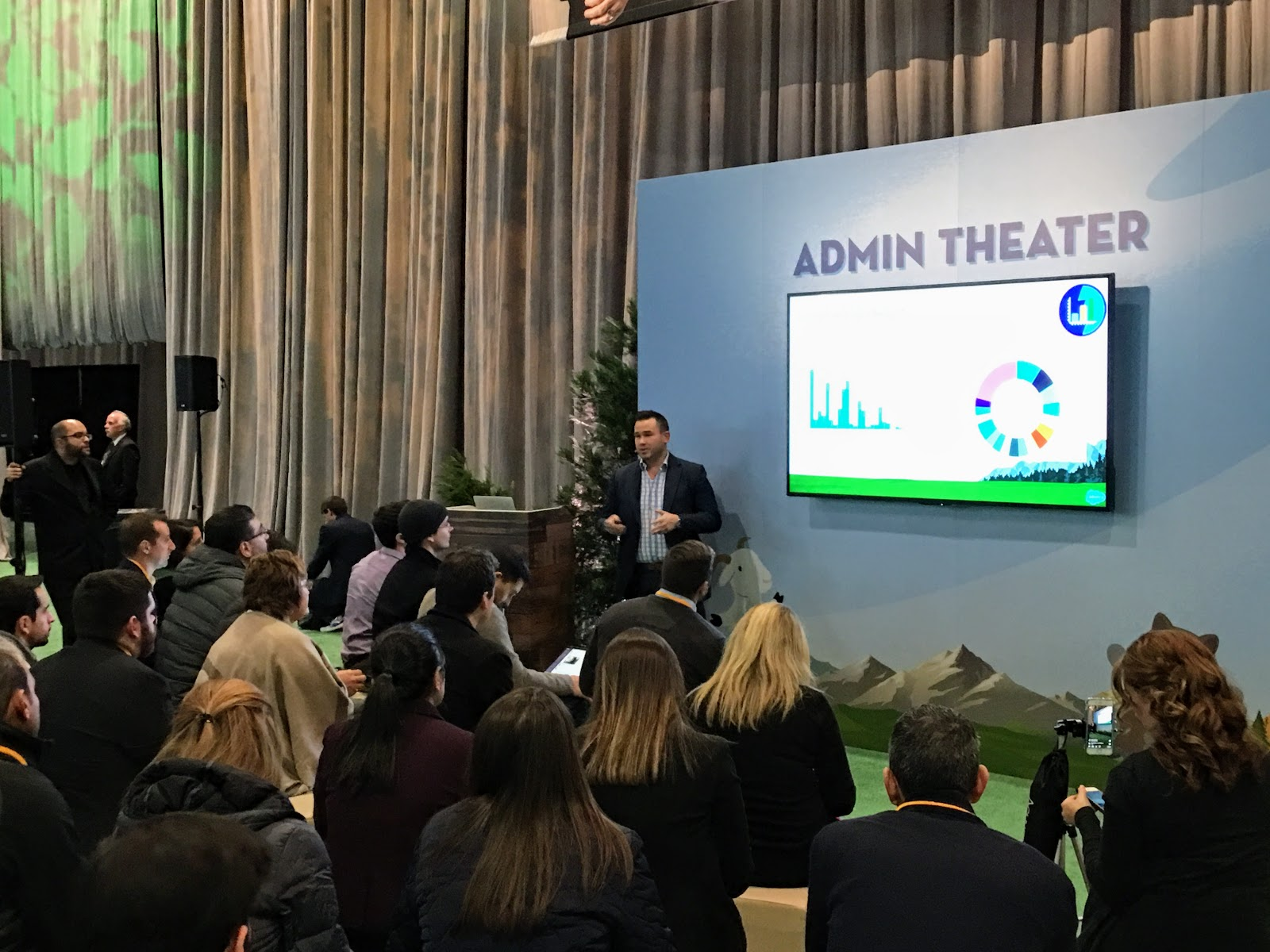 Tigh Loughhead talks at the Salesforce World Tour 2017 about Salesforce Lightning