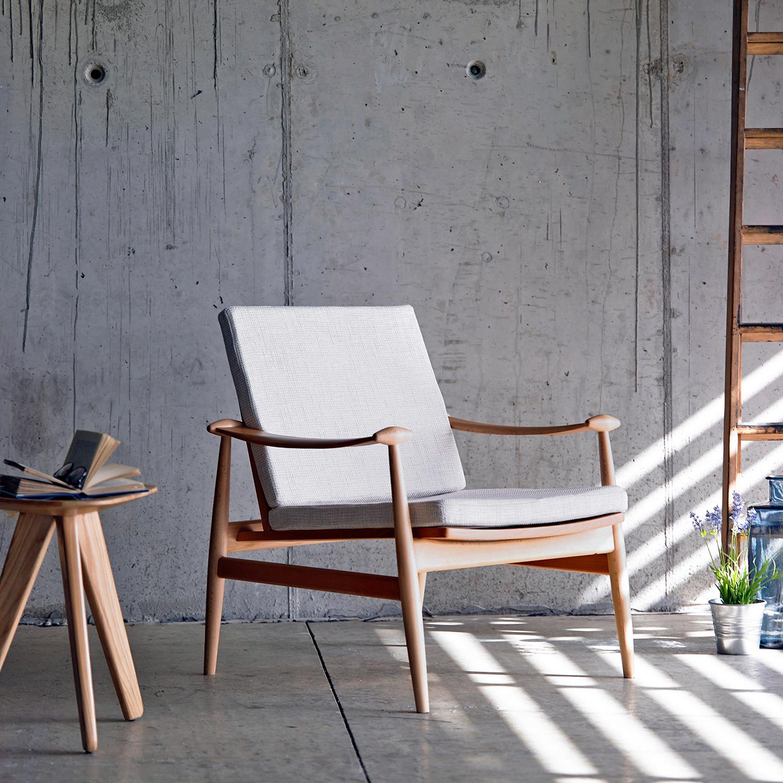 Muebles de sal n butacas con brazos de madera para el salon for Butacas para barras en madera