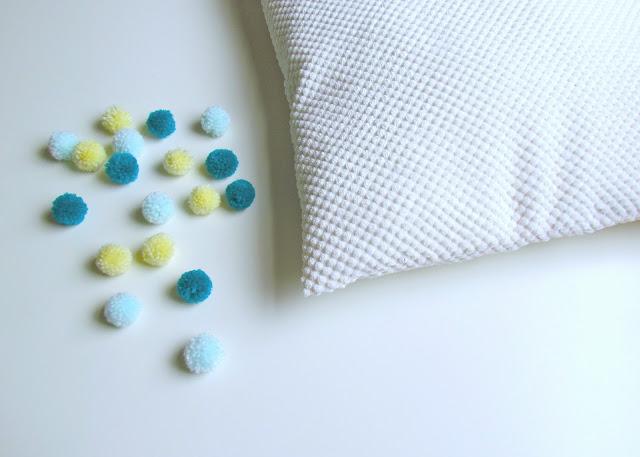 DIY Pom Pom Cushion by Isoscella