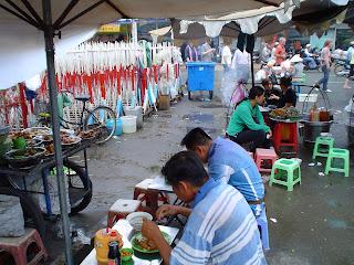 Shopping sur le marché de Ben Thanh. Ho Chi Minh. Viêt-Nam