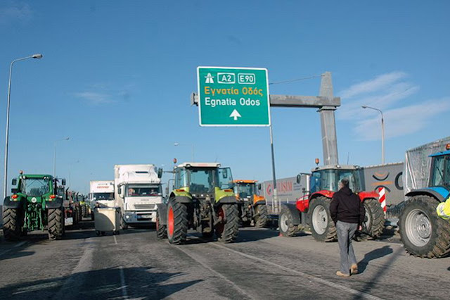 Αμετακίνητοι σε μπλόκα και θέσεις οι αγρότες του Έβρου