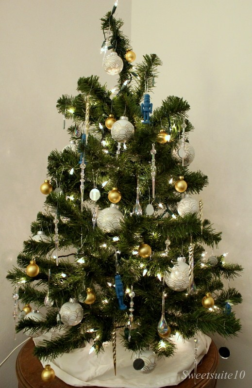 My Christmas tree for 2013. I replaced some of my painted nutcrackers with the new glass balls.