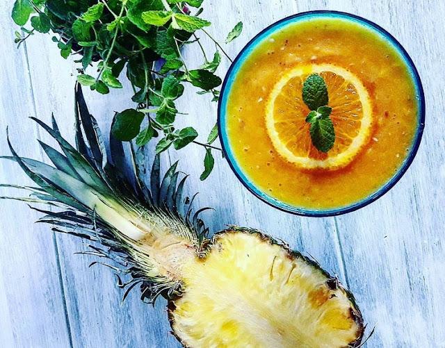 http://zielonekoktajle.blogspot.com/2017/05/banan-pomarancza-ananas-mleko-kokosowe.html