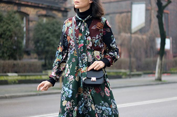 sukienka w kwiaty długi rękaw