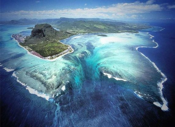 'Underwater Falls' in Mauritius (Not an actual waterfall, but it appears like one)