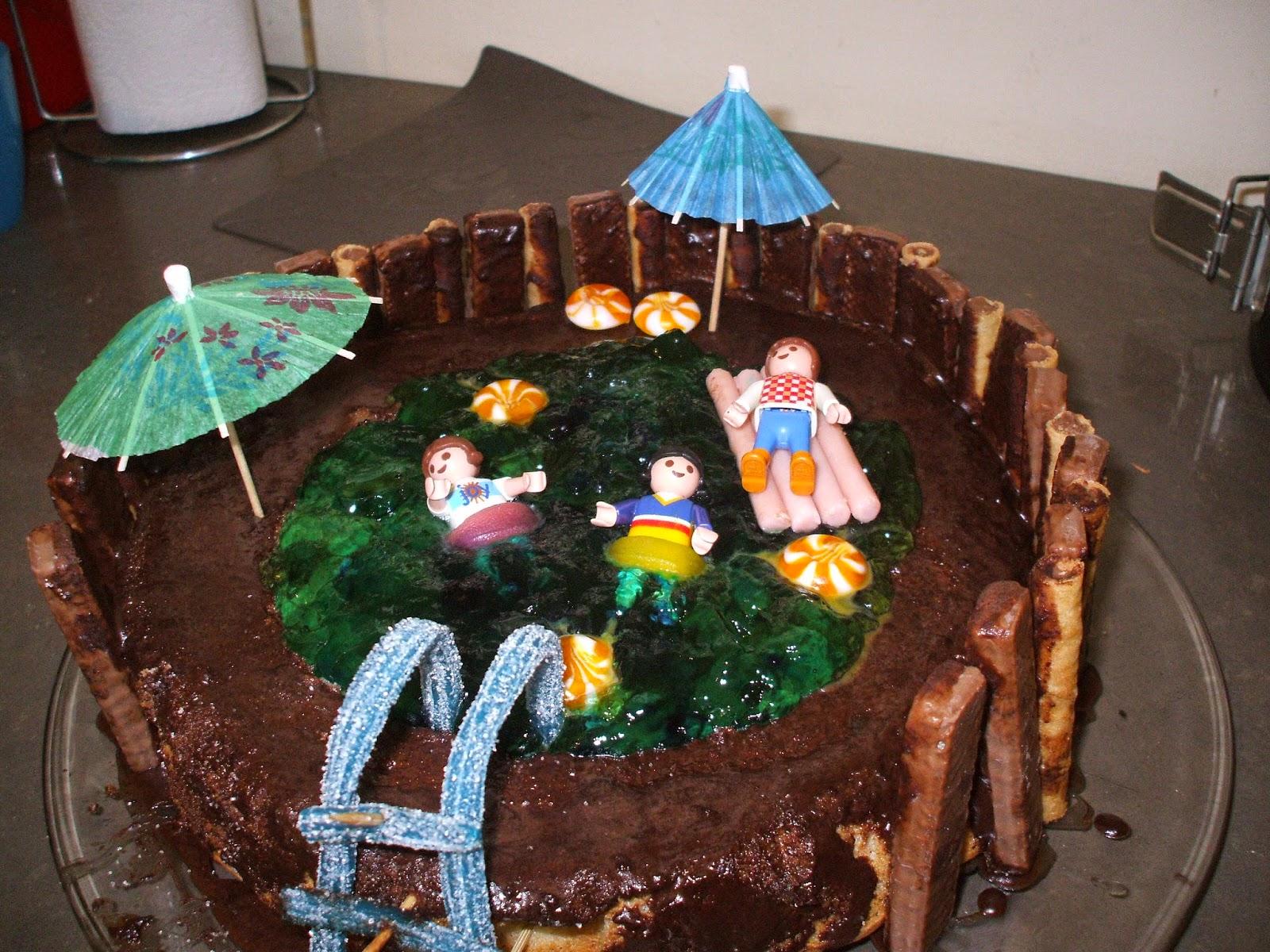 DSCF1436 - עוגה בצורת בריכה