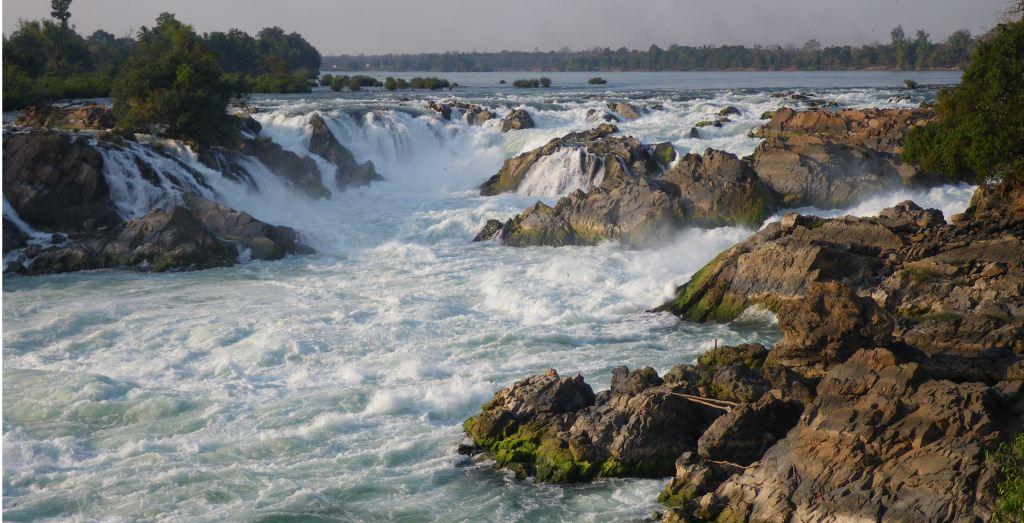 Khone Phapheng Falls (air terjun Khone Phapheng) adalah sebuah air terjun yang terletak di Champasak Province di Sungai Mekong di Laos selatan