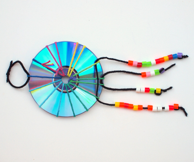 how to make woven cd dream catchers- kids craft