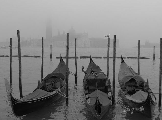 La Laguna bajo la niebla