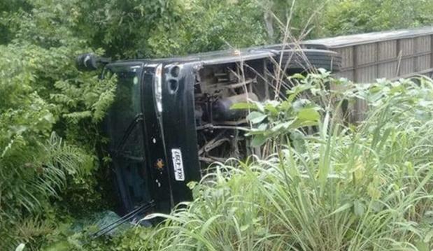 Ônibus da Banda Forró Cavalo de Pau tomba em estrada do Maranhão