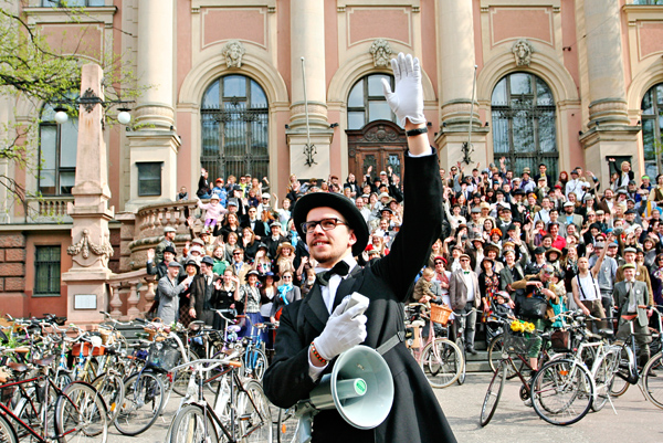 cycling in rīga, bikes in rīga, rīga, ērenpreiss bycicles, capital r, 2012, tweed run, tvīda brauciens