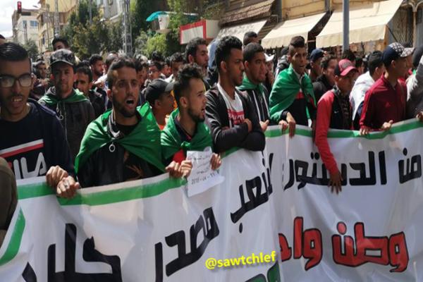 الحراك متواصل .. الطلبة في مسيرة سليمة بشوارع  الشلف