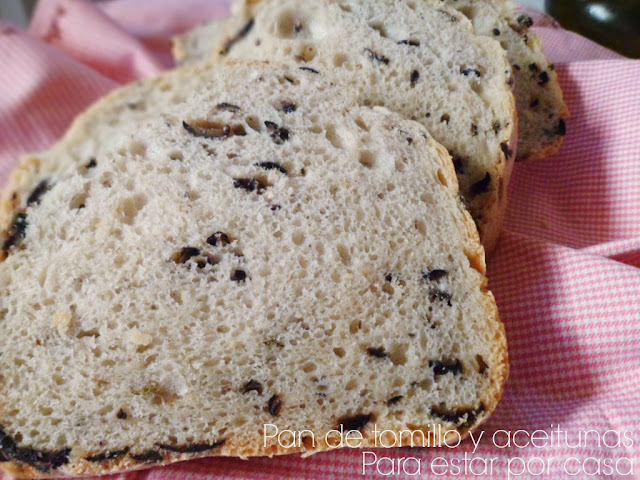 Pan con tomillo y aceitunas panificadora