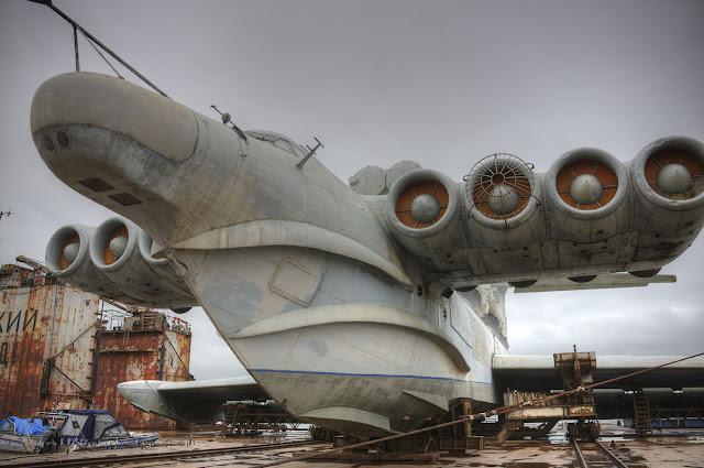 Lun-sınıfı Ekranoplan ve Kuznetsov-NK-87 motorları. - Kaspiysk, Rusya