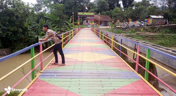 Jembatan Warna-Warni