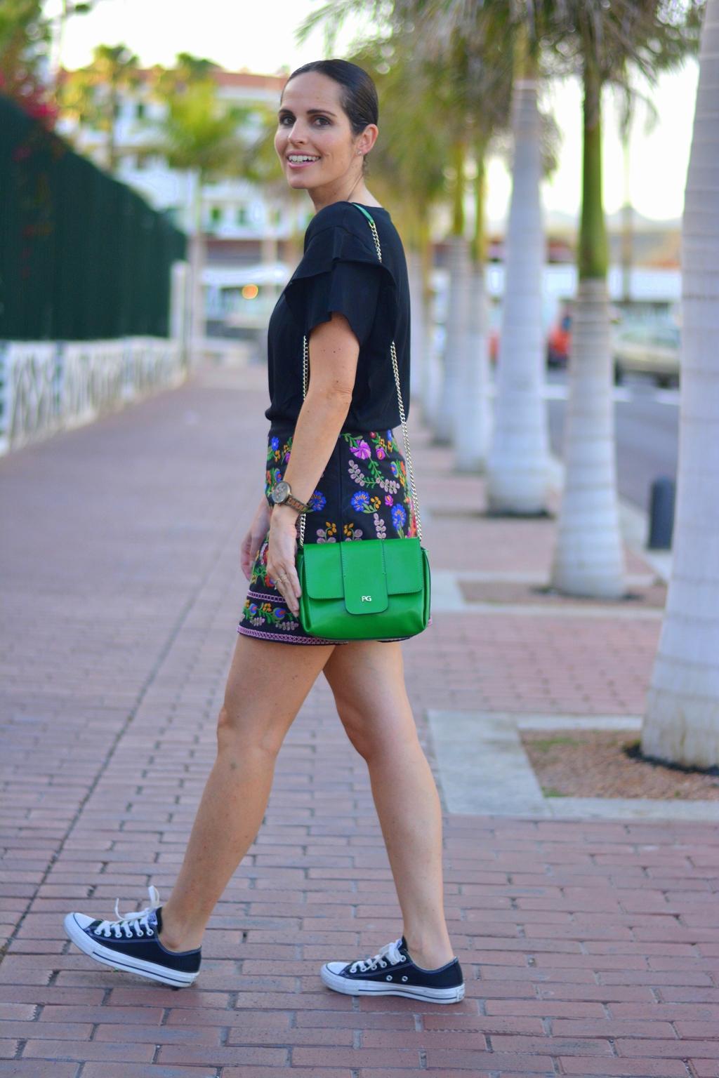 outfit-falda-bordada-street-style