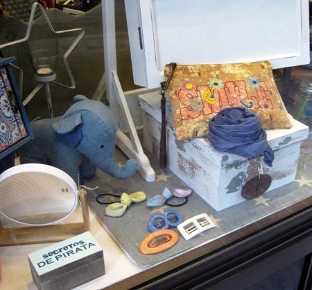 Elefante, caja vintage decapada blanca, espejo aumento
