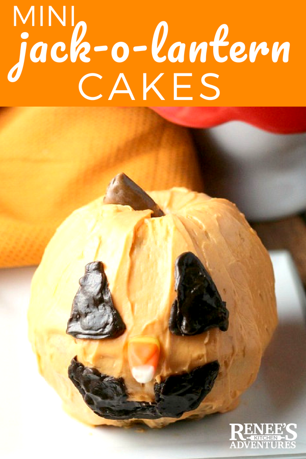 Mini Jack-O-Lantern Cakes / Easy recipe for Pumpkin Ginger Mini Bundt Cakes transformed into #Halloween Jack-O-Lantern cake
