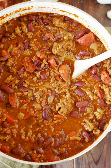 Hearty Chili ~ Who doesn't love a hot and hearty bowl of chili?  This one's spiced just right with the wonderful flavors of chili powder and ground cumin.   www.thekitchenismyplayground.com