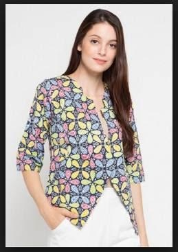 Desain model baju batik kantor wanita kombinasi