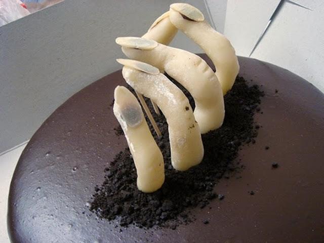 Ai yếu tim đừng dự sinh nhật này nhé, bánh kem ghê rợn nhất chỉ dành cho ai đủ can đảm