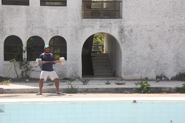 O dia em que conhecemos a mansão abandonada de Pablo Escobar no Caribe Colombiano.