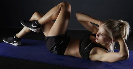 get 6 pack abs-ab-exercises-woman-in-black-doing-twist-situps-starglamours.