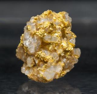 pedra de quartzo com ouro encontrado em São Paulo, Brasil