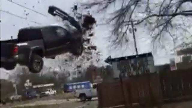 """Camioneta vuela en persecución al estilo """"Rápido y Furioso"""""""