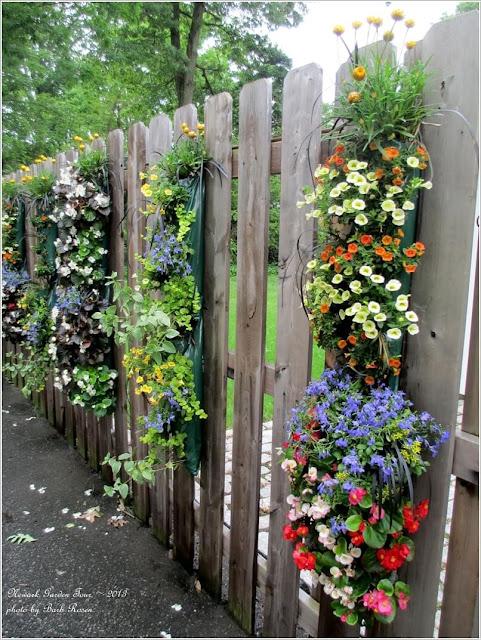 Hàng rào bằng gỗ tự nhiên