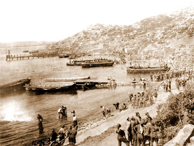 landing at anzac cove on anzac day