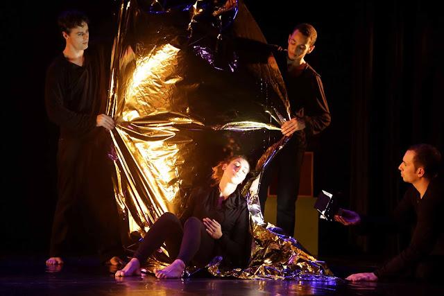 Cia de Danças de Diadema apresenta 'A Mão do Meio' no Centro Cultural Taboão
