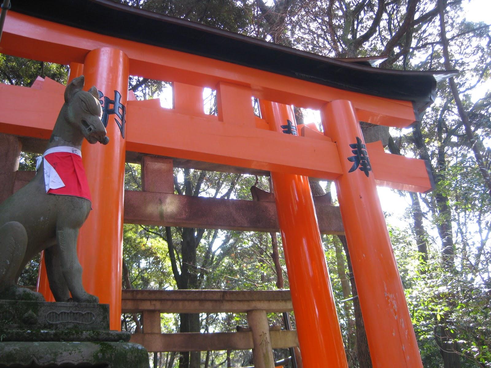 Kyoto - Fox statue near the gates
