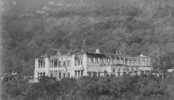 Дворец в Ореанде после пожара. 1882 г.
