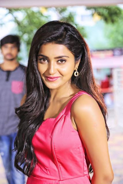 Avanthika Latest hot Cleveage Spicy PhotoShoot Images From Vaishakam Movie