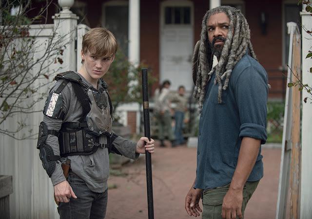 Henry (Matt Lintz) ed Ezekiel (Khary Payton) nell'episodio 6