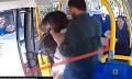 Σοκαριστικό βίντεο: Άνδρας επιτέθηκε σε γυναίκα επειδή φορούσε μίνι κατά τη διάρκεια του Ραμαζανιού