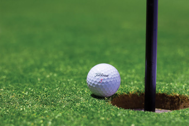 Golf Rule Changes in Picture: Putting with the flagtick in