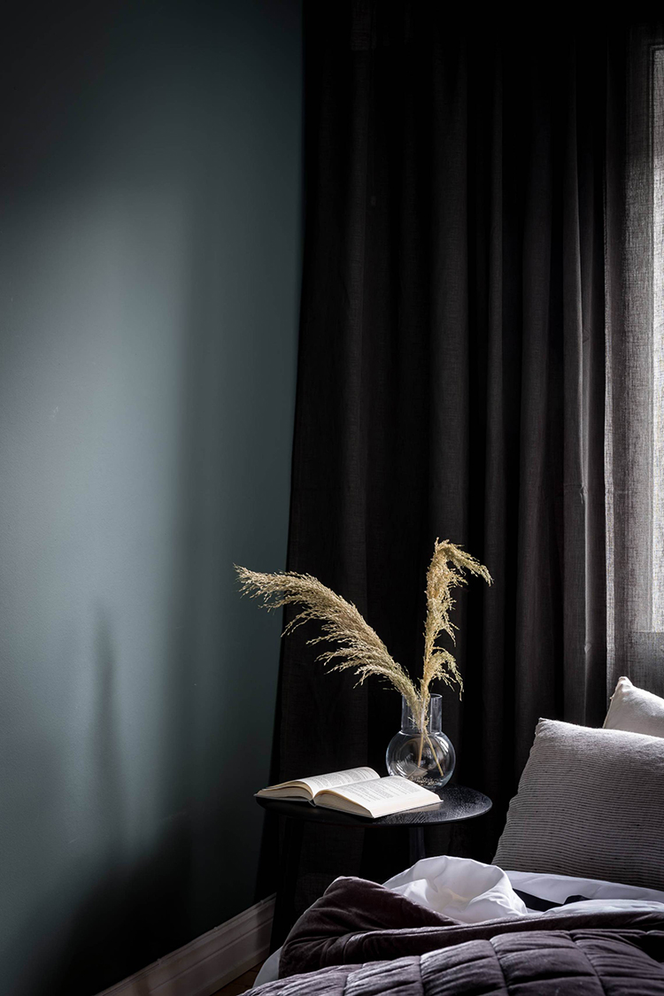 Bedroom with dark colored wall | Bjurfors