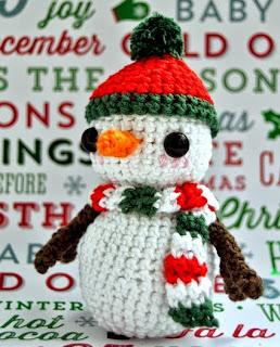 http://crochetcantar.blogspot.com.es/2014/12/patron-snowy-el-muneco-de-nieve.html